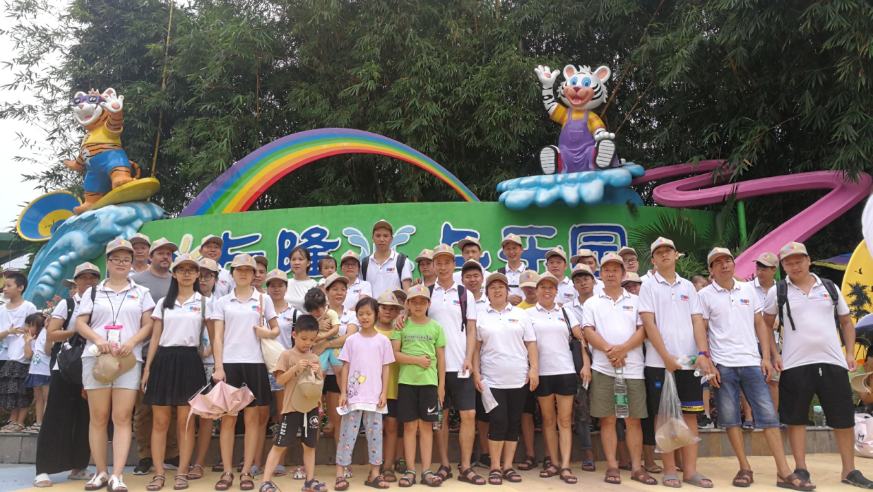 Hushine Inflatables Team Enjoyed a Holiday in an Amusement Park